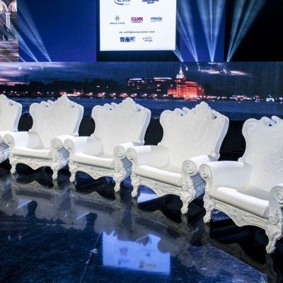 Location de fauteuils événementiels Toulouse - design PSB Lounge Fauteuil Queen of love