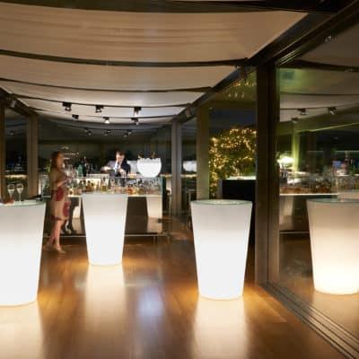 psblounge table cocktail pint lumineuse location mange debout evenementiel