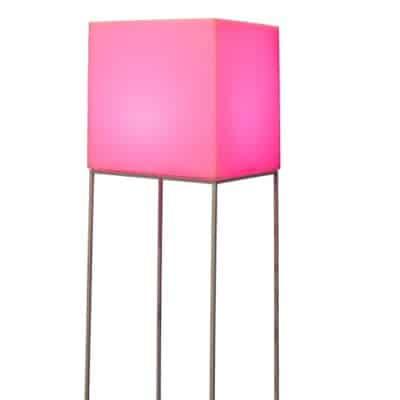 Lampe sur pied VELA rose - location de mobilier PSB Lounge