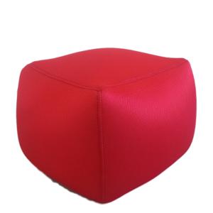 Cube rouge - Assise pour location d'immobilier événementiel